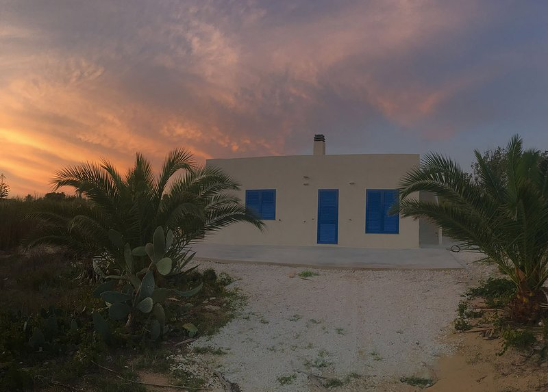 Villa Lumar fronte mare, holiday rental in Granelli