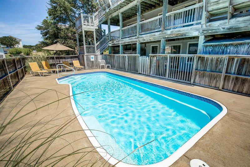 Good Day Sunshine | 1589 ft from the beach | Private Pool, Hot Tub | Duck, holiday rental in Duck