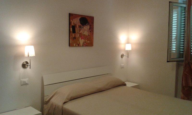Elegante e confortevole appartamento trilocale con aria condizionata I Gerani., location de vacances à Coppitella