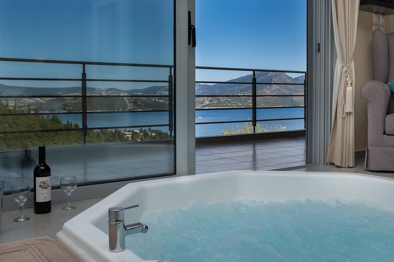 Lefkada sea view apartment with private hot tub, holiday rental in Episkopos