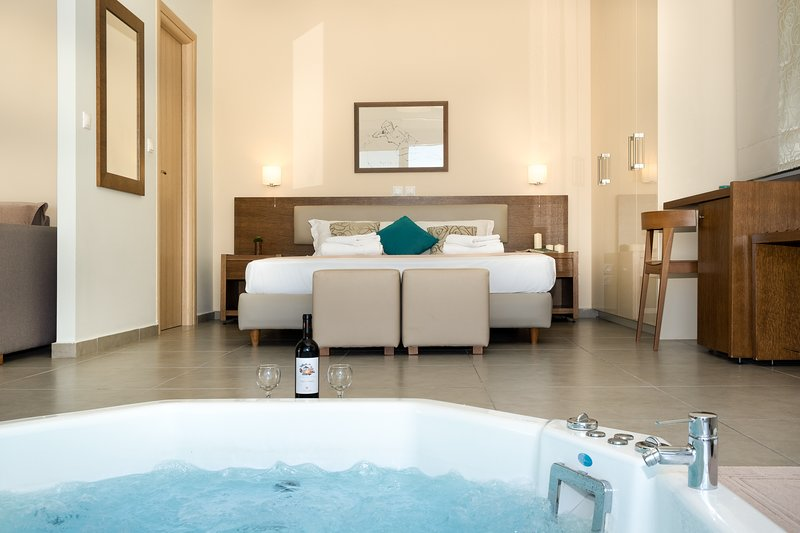 Low season offers - Pasithea Suite with Indoor Jacuzzi, Sea View and Breakfast, vacation rental in Episkopos