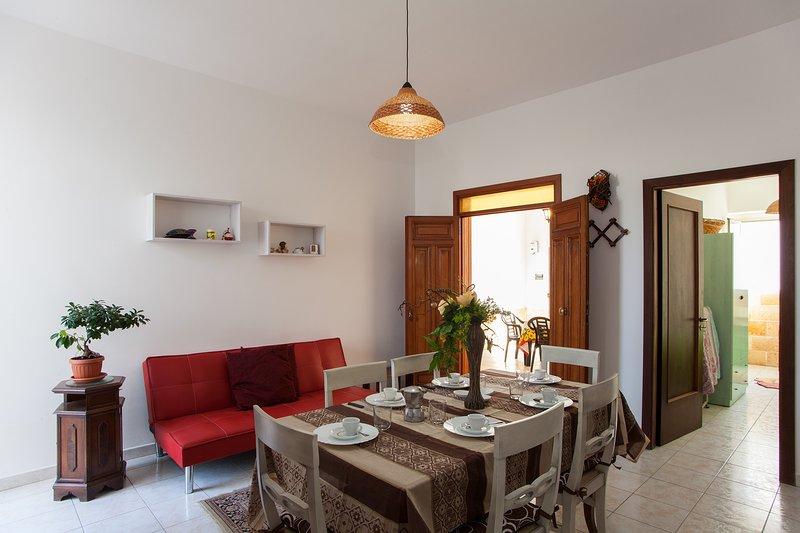 Casa 3 camere letto vicino spiaggia Ionio m526, holiday rental in Sant'Isidoro