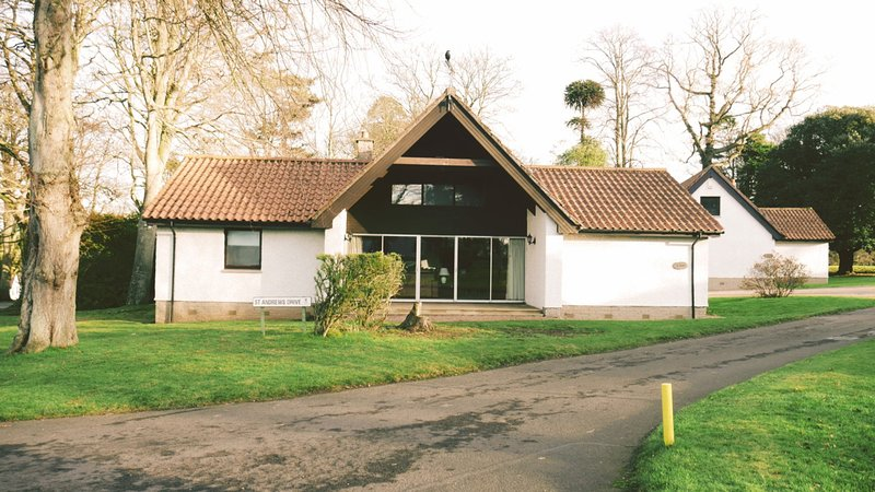 No. 2  Kilconquhar Castle Estate, with Leisure Club Access, holiday rental in Colinsburgh