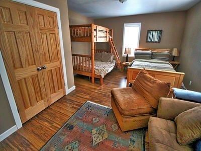 Furniture,Building,Room,Bedroom,Indoors