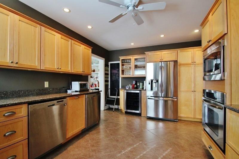 Ventilatore a soffitto, interni, camera, cucina, forno a microonde