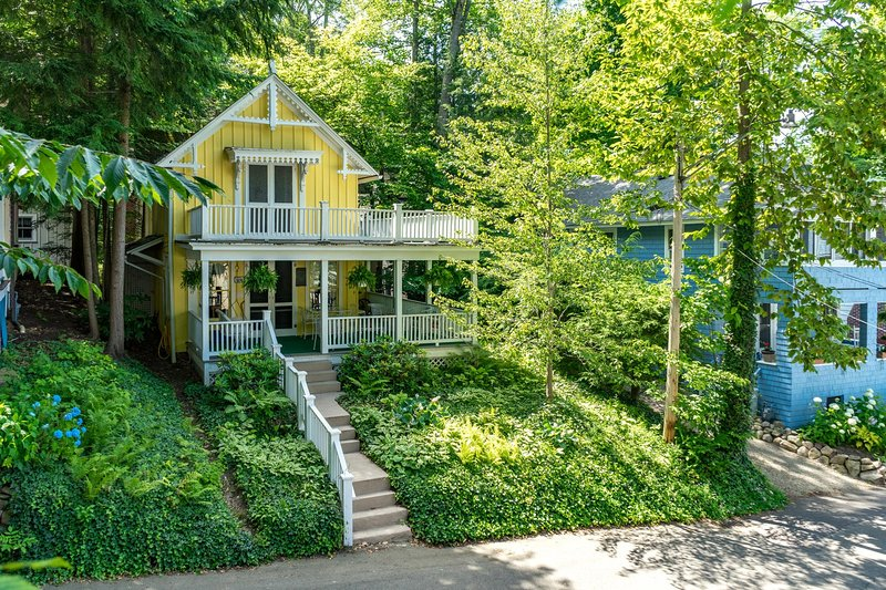 Casa, Cottage, costruzione, Ambientazione esterna, Erba