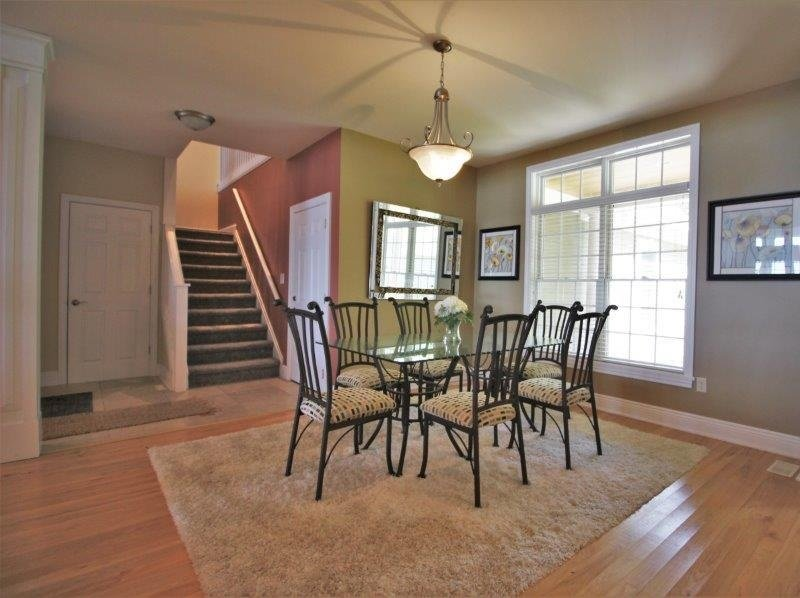 Chair,Furniture,Indoors,Building,Hardwood