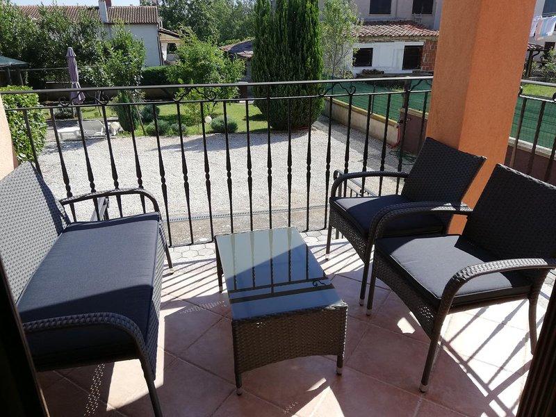 Spacious house with garden & Wifi, aluguéis de temporada em Bale