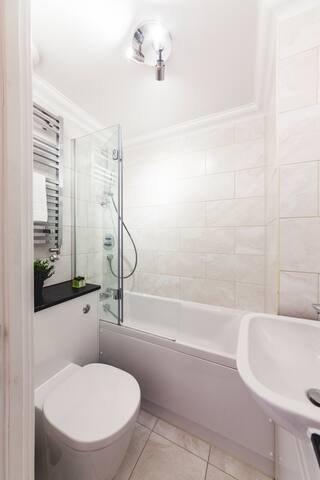 Asciugamani da bagno di lusso sono forniti per 4 persone.