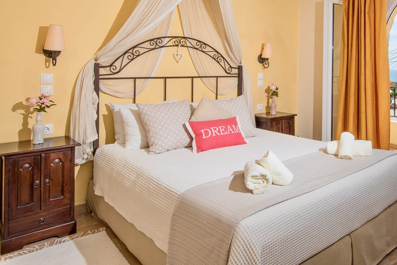 Agios Gordios - Sebastian's Family Hotel & Taverna, location de vacances à Ano Garouna