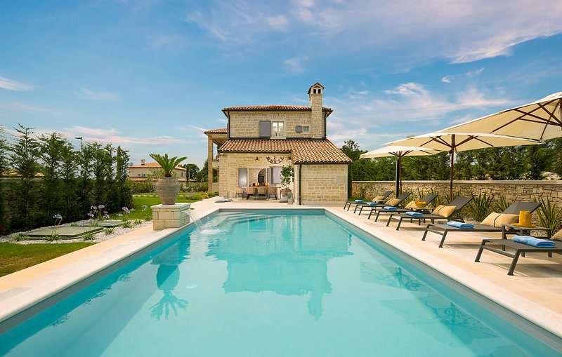 Beautiful home in Ladici with Outdoor swimming pool, WiFi and 4 Bedrooms (CIC042, holiday rental in Prkacini