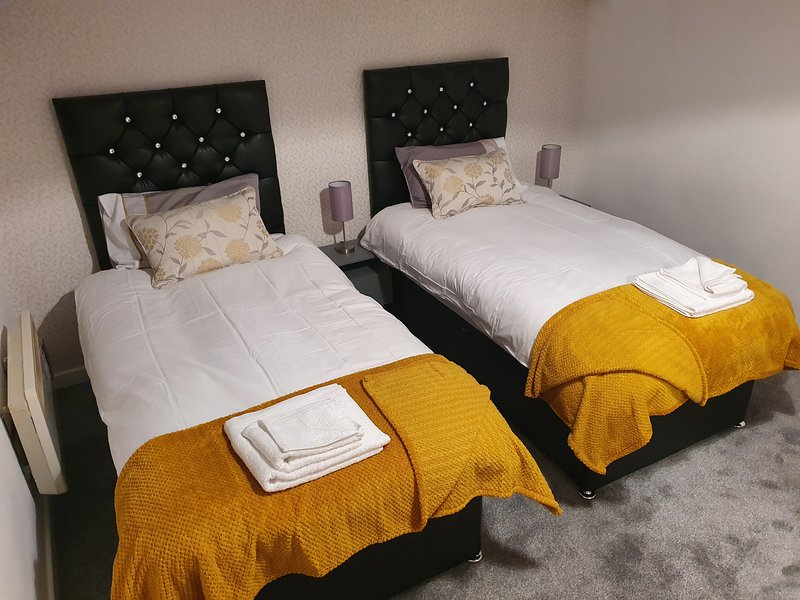 St. Luke's Bradford Apartments Twin Room, holiday rental in Guiseley