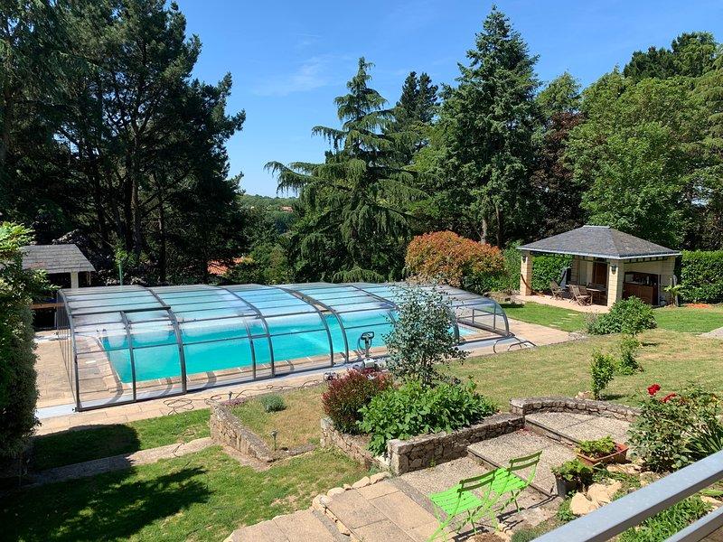 À 12 mn du Puy du Fou, 50 mn des Sables d'Olonne, Le 11 chambres d'hôtes, holiday rental in Mauleon