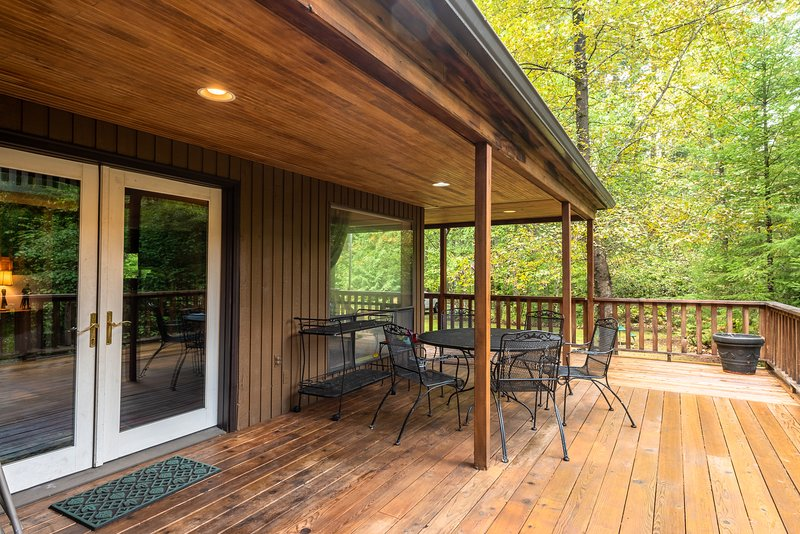 Riverview Retreat-Back Deck with view of the Sandy River