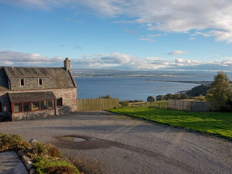 UK13325 Farmhouse, holiday rental in Fortrose