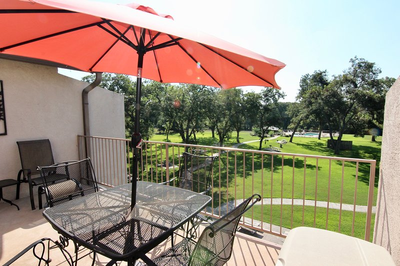 Jack's Penthouse- Sleeps 8- Third Floor Unit! 3bdr/2th!, location de vacances à New Braunfels