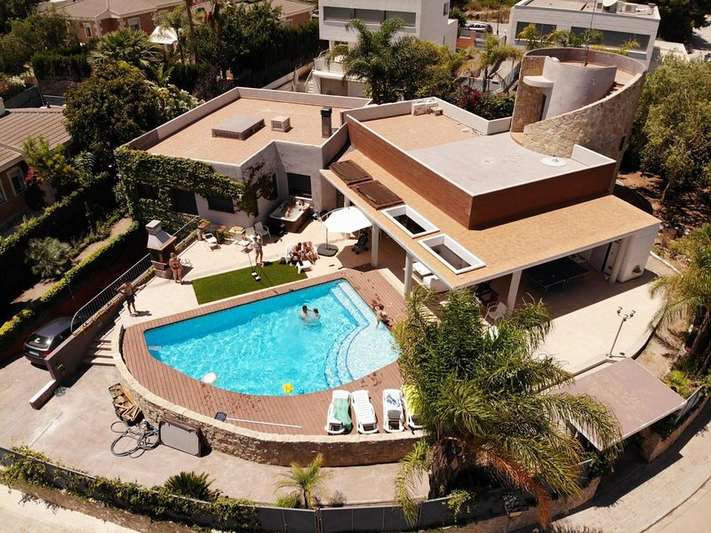 Amazing villa with swimming-pool, location de vacances à Naquera