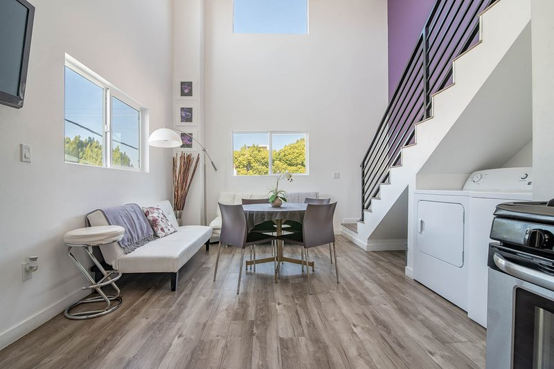 3 Story 3 bed rm w/ HOT TUB SPA! Luxury High Rise! West LA - BEVERLY HILLS ADJ, vacation rental in East Los Angeles