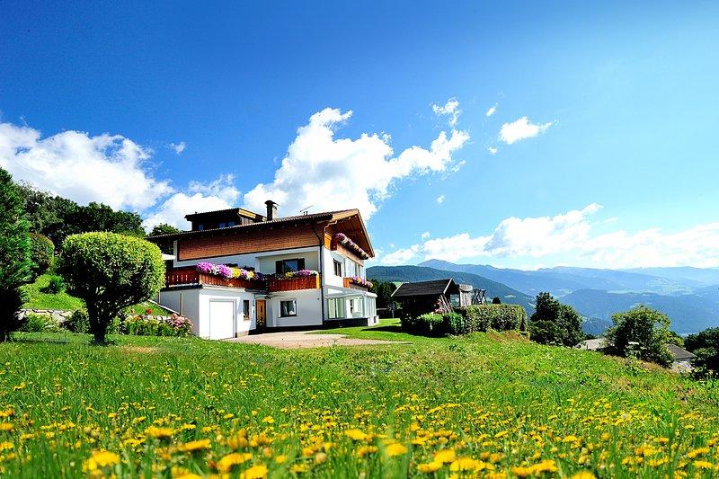 Appartament Haselstaude  Ferienwohnung  mit phänomenaler Aussicht, holiday rental in Vandoies