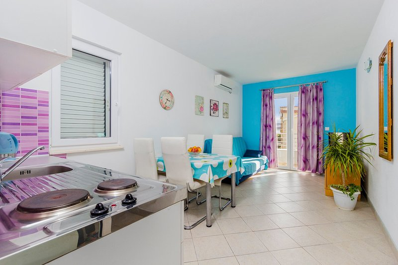 APARTMENT ANDRIJANIC for 4 persons A4, aluguéis de temporada em Bast