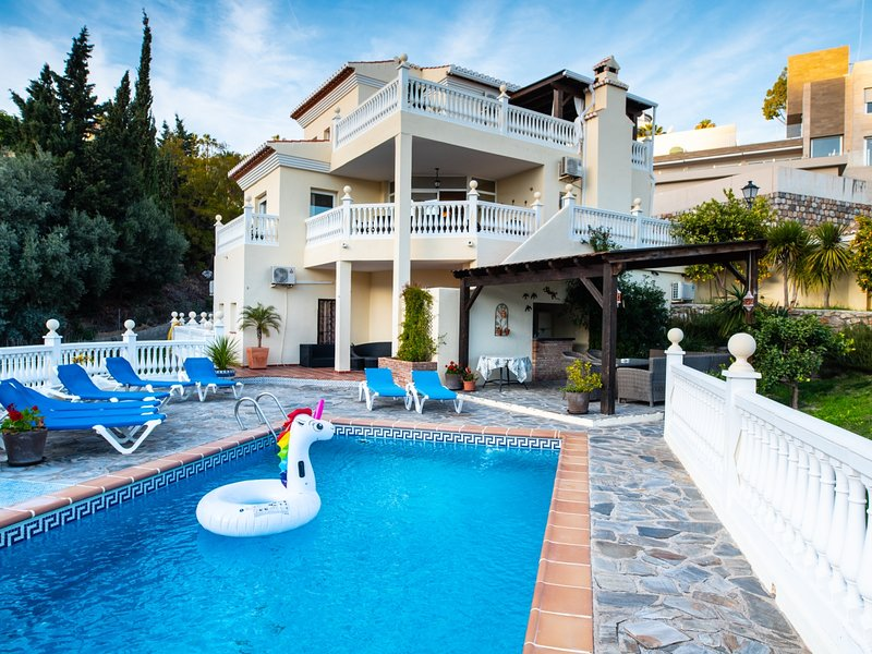 Cosy holiday villa with plenty of space for big groups and with private pool, alquiler vacacional en Salobreña
