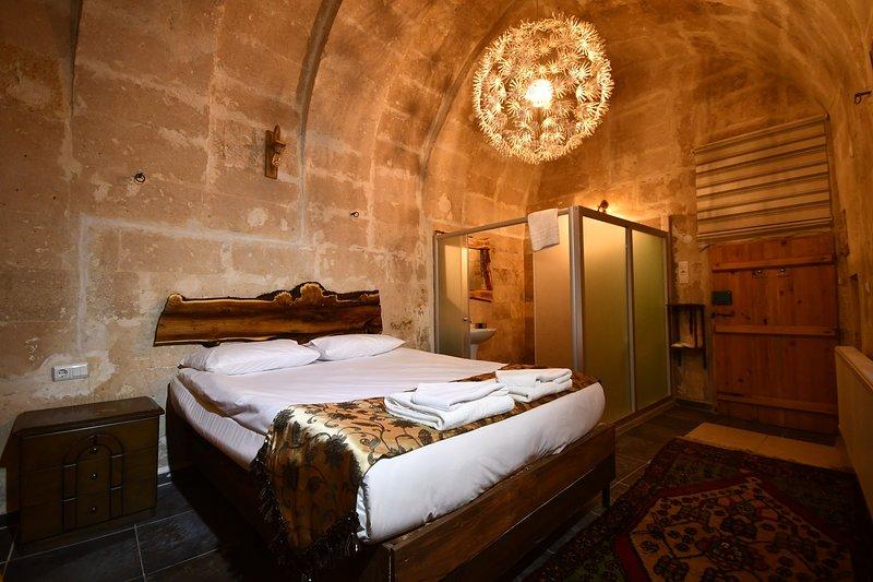 Larissa Cave House (inc. breakfast&hot beverages), vacation rental in Cappadocia