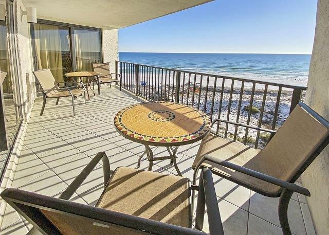UPDATED BEACH FRONT condo in Sandestin. *POOL UNDER CONSTRUCTION*, alquiler de vacaciones en Sandestin