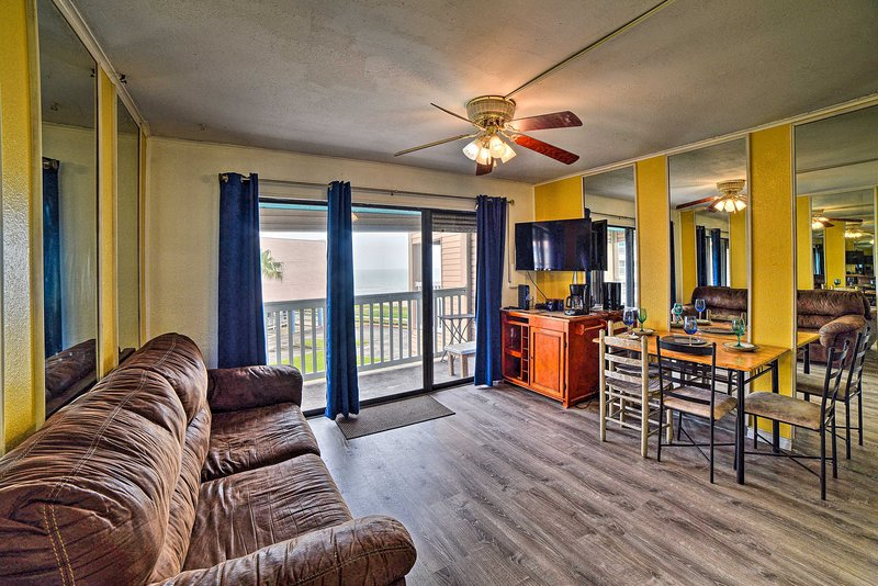 Seaside Corpus Christi Condo at The Villa del Sol!, holiday rental in Robstown