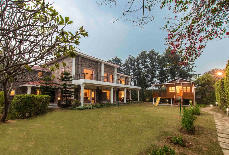 The Banyan Abode by Vista Rooms, holiday rental in Gurgaon District