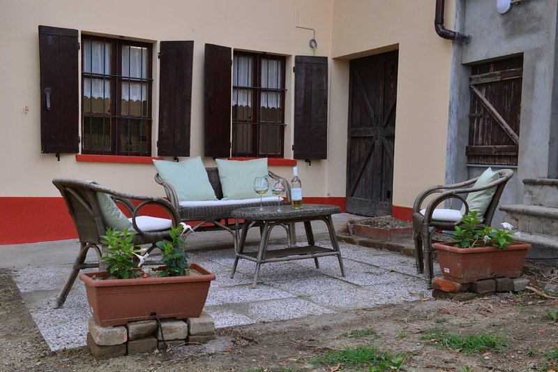 CASA VACANZA WINE HOUSE, vacation rental in Santo Stefano Belbo
