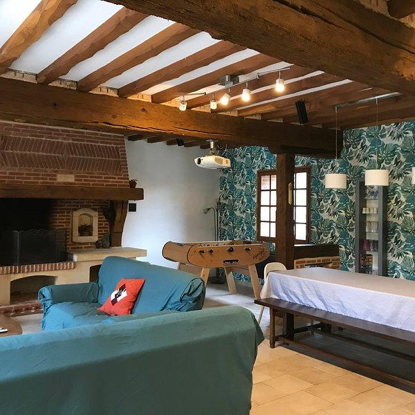 Gîte de 12 personnes près de Fécamp, Etretat, Honfleur, Deauville, Dieppe...., vacation rental in Ganzeville