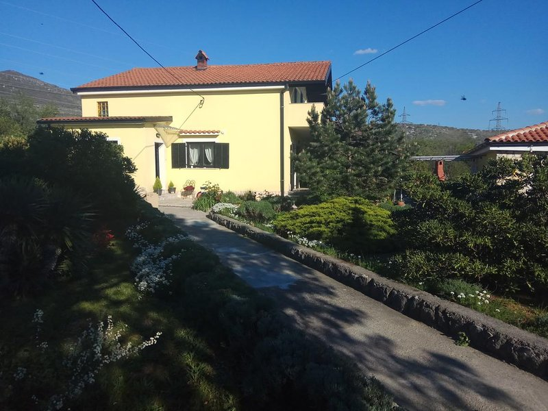 Krasica Apartment Sleeps 5 with Pool and Air Con - 5829735, location de vacances à Mrzla Vodica