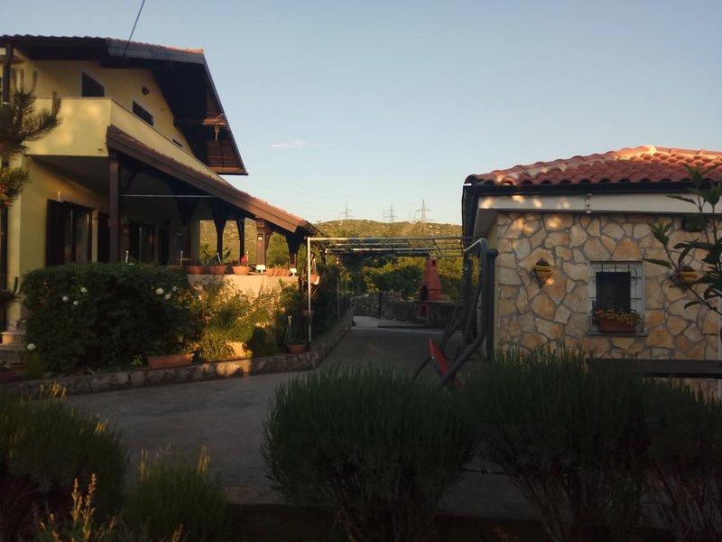 Krasica Apartment Sleeps 4 with Pool and Air Con - 5829736, holiday rental in Praputnjak