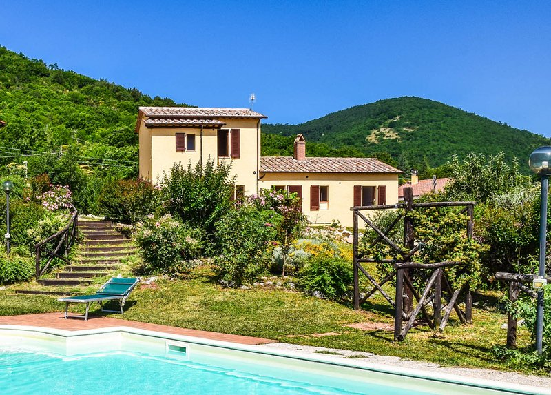 House with air conditioning, private pool in Umbria. Quiet area & panoramic view, holiday rental in Pozzo Ciolino