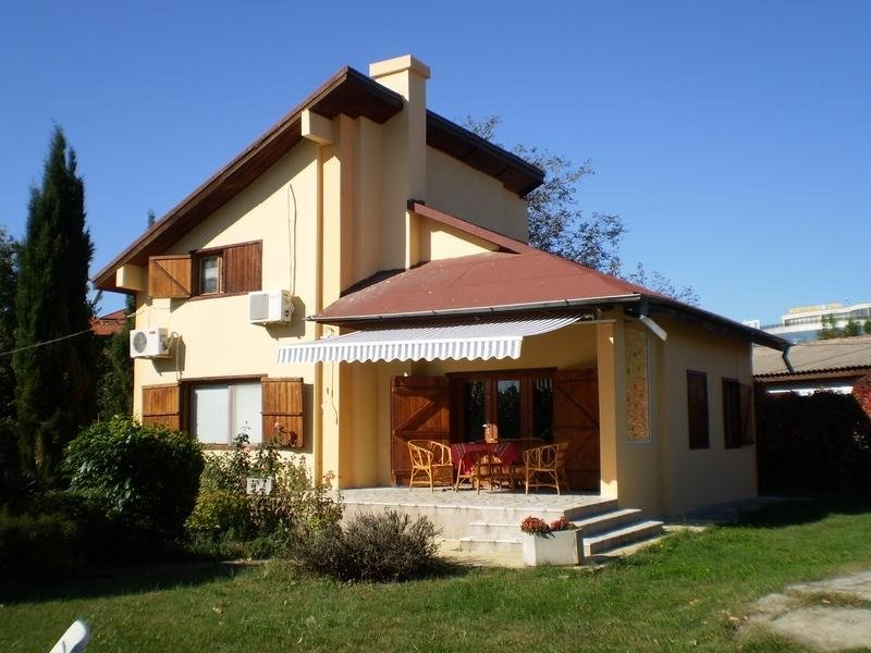 Big villa near the beach & terrace, holiday rental in Saints Constantine and Helena