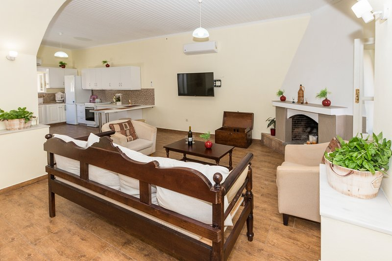 Angels' Home- Modern & Comfy, Fully equipped 3BD, casa vacanza a Drapanos