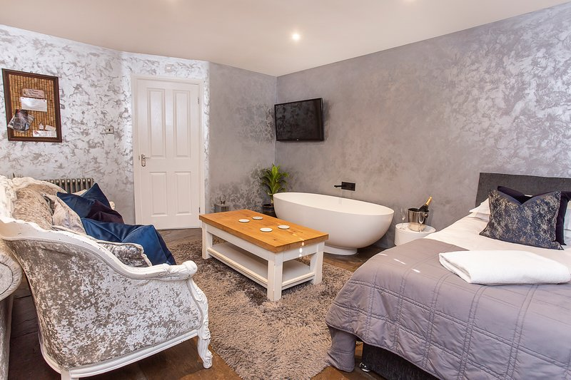 Converted stable room 2, holiday rental in Stamford Bridge