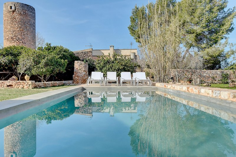 Villa Can Estela with special charm in the heart of lovely village, vacation rental in Santa Eugenia