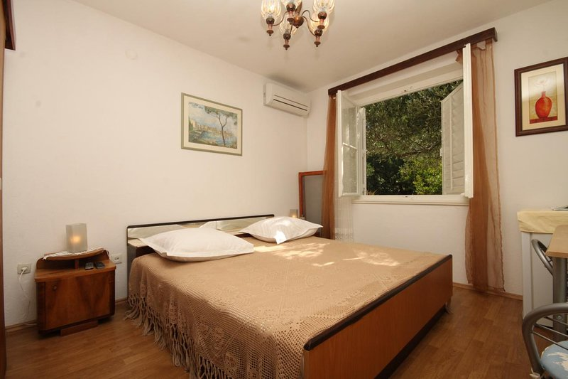 Tucepi Apartment Sleeps 2 with Air Con - 5827097, location de vacances à Marasi
