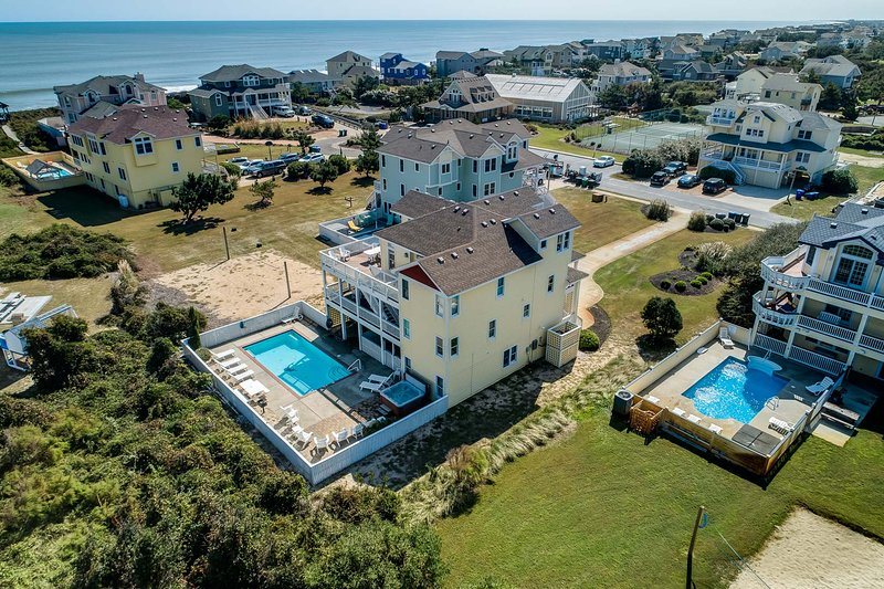 Wine N' Sea | 348 ft from the Beach | Dog Friendly, Private Pool, Hot Tub | Duck, holiday rental in Duck