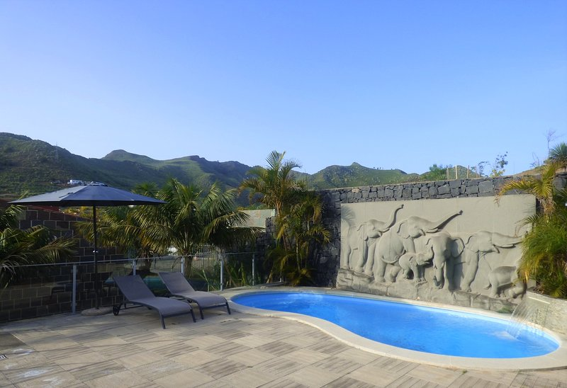 Amazing eco-friendly cave with pool in Tenerife, vacation rental in San Cristobal de La Laguna