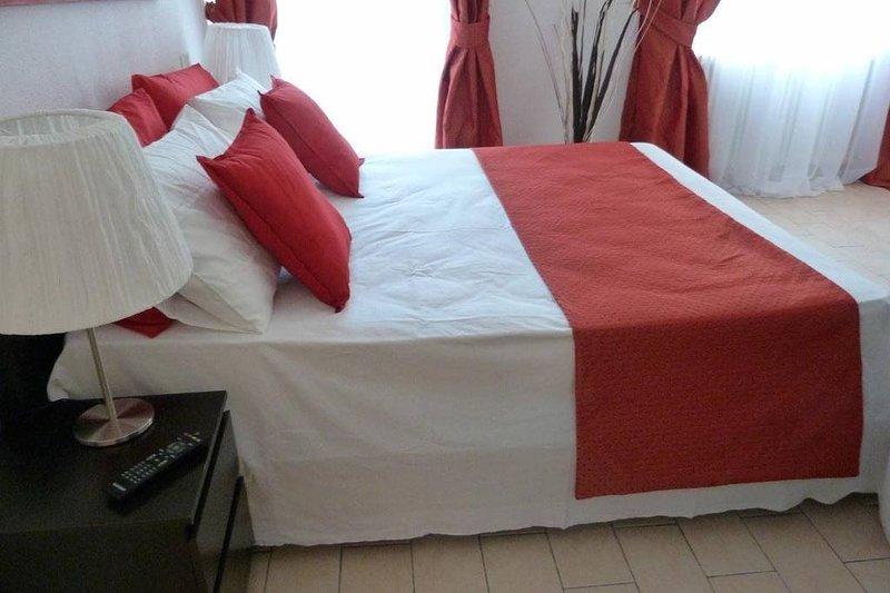 Ampio appartamento bilocale vicino al mare di Rimini, holiday rental in Rivazzurra