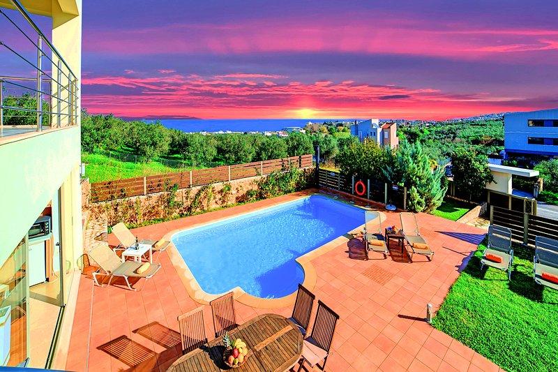 Secret Escape Villa with Heated Pool and Jacuzzi, location de vacances à Platanias