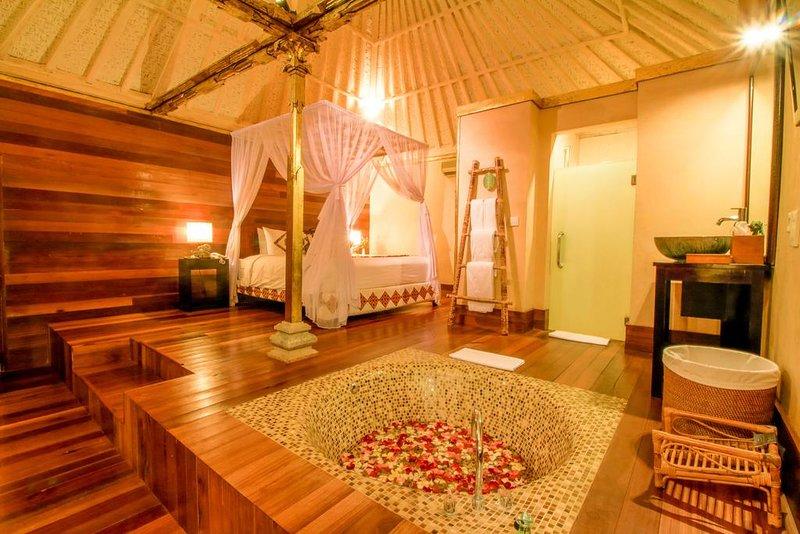 2 BR Family Private Pool Villa - Breakfast, location de vacances à Kedewatan