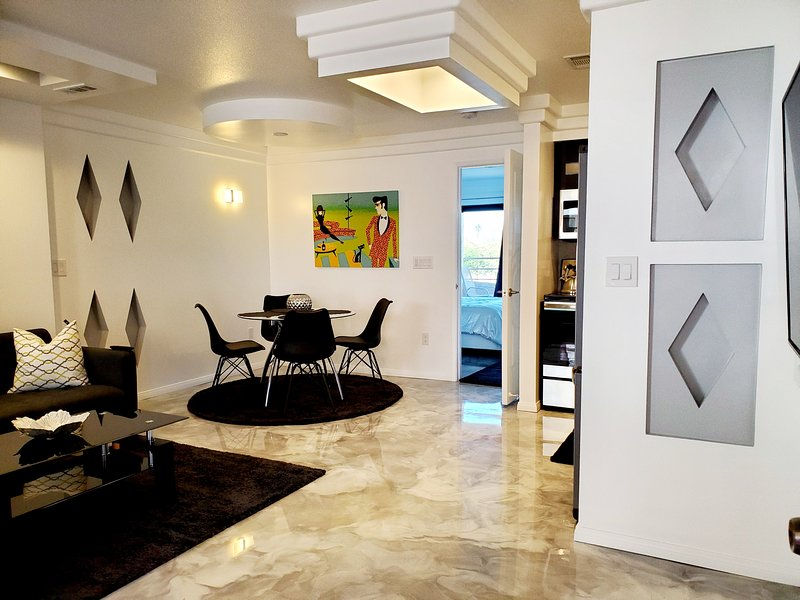 Biarritz Downtown Condo-Contemporary Design ,Pool ,Spas ,Tennis,Views - Gated, holiday rental in Palm Springs