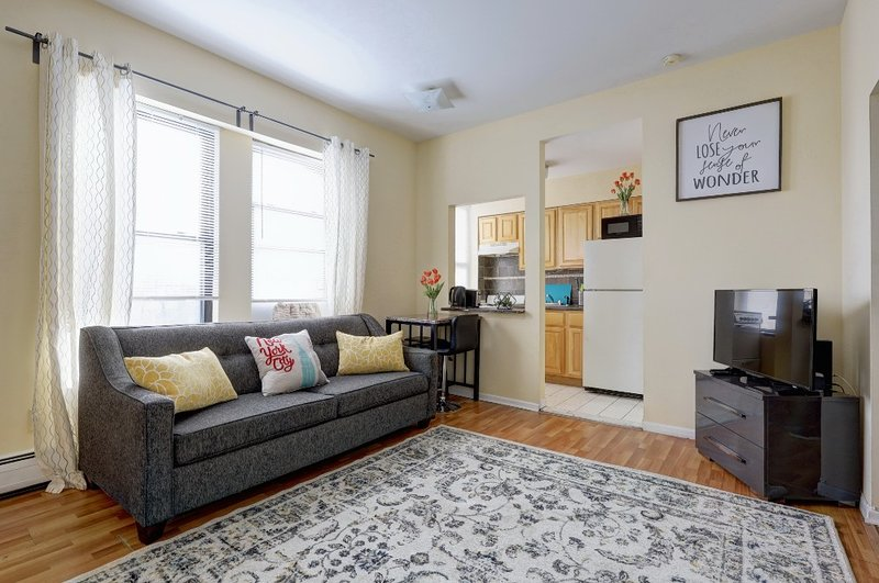 Modern 1 Bedroom apartment with NYC views, vacation rental in Jersey City