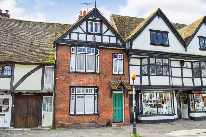 Westgate Cottage Fabulous 4 bedroom city centre house, holiday rental in Thanington