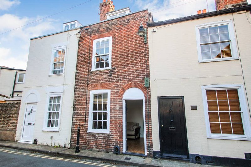 Kings Mile Cottage City centre historic 2 bedroom cottage, vacation rental in Canterbury