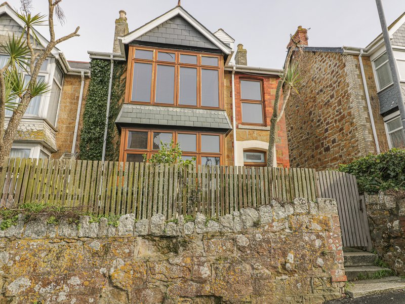CHY-AN-BRAE, coastal location, WiFi, in Newquay, holiday rental in Newquay