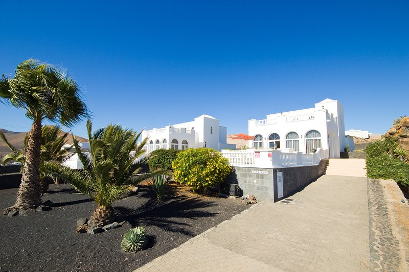 Casa Alba: Stunning detached villa with unspoiled views - all you need and more!, holiday rental in Conil